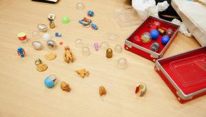 当時の貴重なカプセル玩具とその木型を持ってきてくれました。