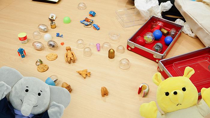 貴重なカプセル玩具とその木型を持ってきてくれました
