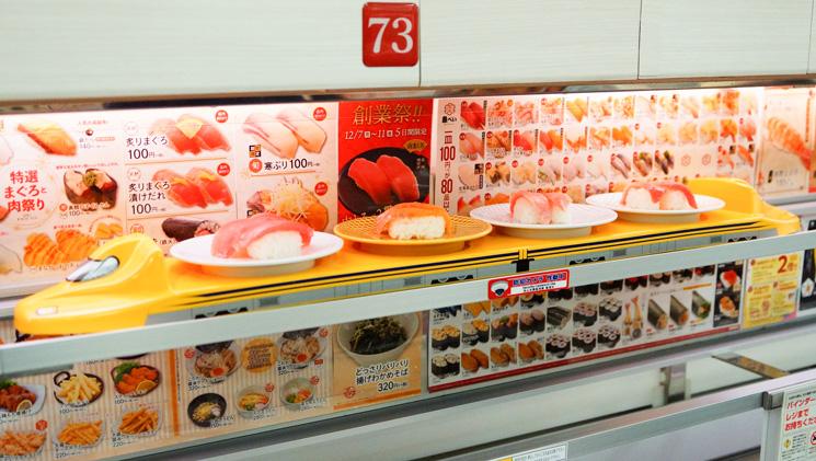 レーンに乗ってお寿司がきたところの写真